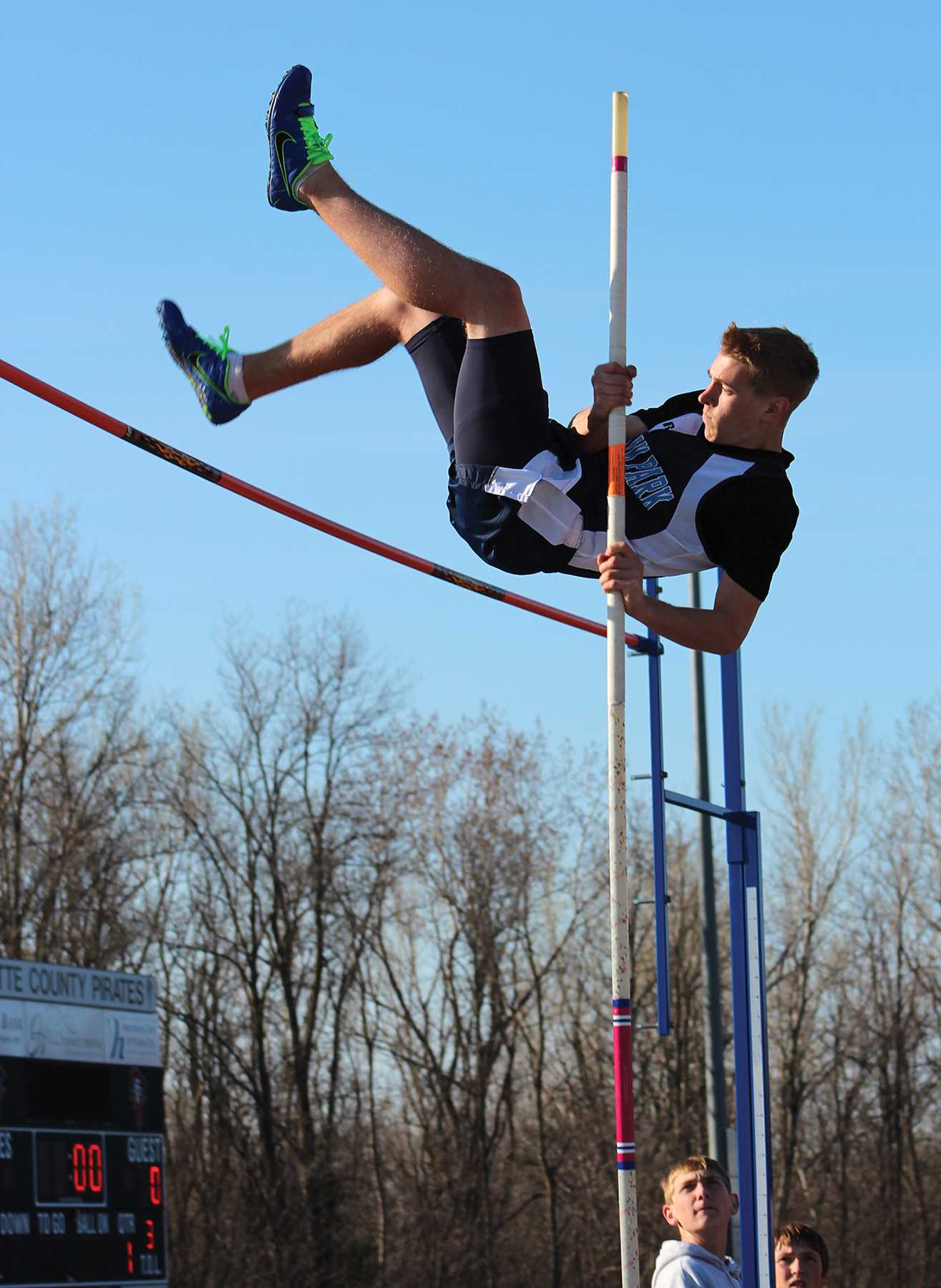 pole vaulting essay Learn about the physics of pole vaulting the physics of pole vaulting have you ever watched pole vaulting in the olympics essays miscellaneous.