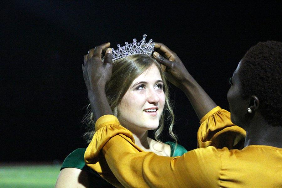 Bensyl named 2017 Homecoming queen